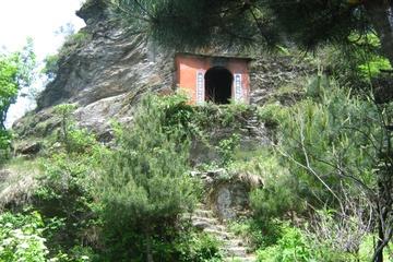 Пещера на пути к Золотому Пику