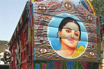 aishwarya_rai_pakistan_truck_painti.jpg