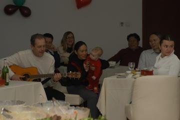 Пациент тоже попросил гитару и мы все хором ему подпевали