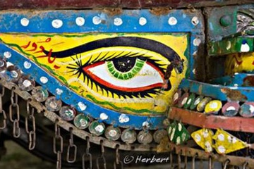 Painting-on-lorry-pakistan.jpg