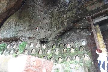 в пещерах тысячи образов  будд