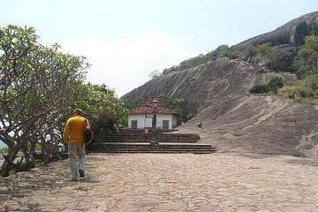 Шри. Пещерный храм. Потянуло меня там попрактиковать во время экскурсии.