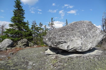 Камни выложены в особом порядке
