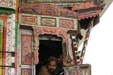 painted-truck-pakistan.jpg